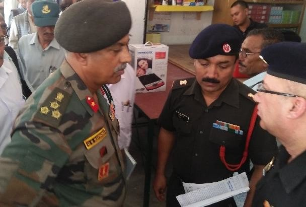 station-commander-rathore-inspecting-csd-canteen-in-bageshwar_1536776236