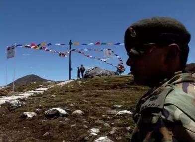 भारत और चीन दोनों देशों की सेनाओं में हिंसक झड़प एक अफसर दो जवान शहीद