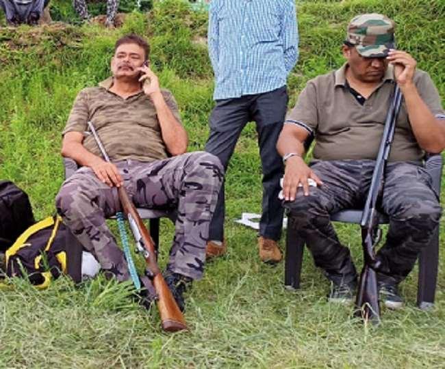 पहाड़ में आदमखोर गुलदार के आतंक को खतम करने बिजनौर से पहुंचे शिकारी