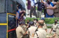 सी0एम0 का विरोध करने पर  पुलिस ने किया गिरफ्तार